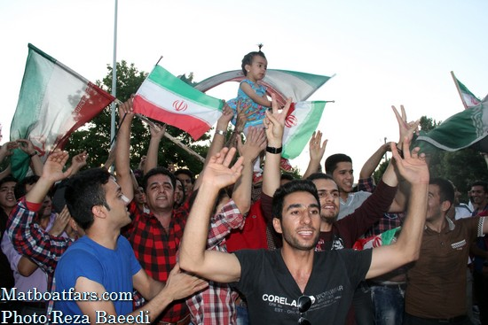 شادی شیرازیها پس از صعود تیم ملی به جام جهانی فوتبال
