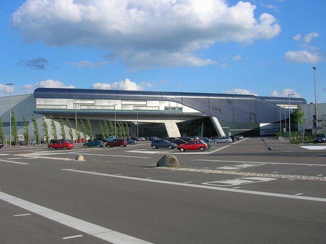 ساختمان BMW در شهر لایبزگ آلمان طراحی شده توسط زها حدید