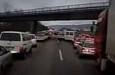 دیدن این ویدئو را از دست ندهید : واکنش خیره کننده آلمانی ها به آژیر خودرو آتش نشانی در اتوبانی مملو از خودرو