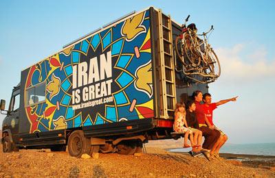 ویدئو : خانواده اروپایی که پاسپورت شان را دزد برد، اما هنوز عاشق ایران هستند