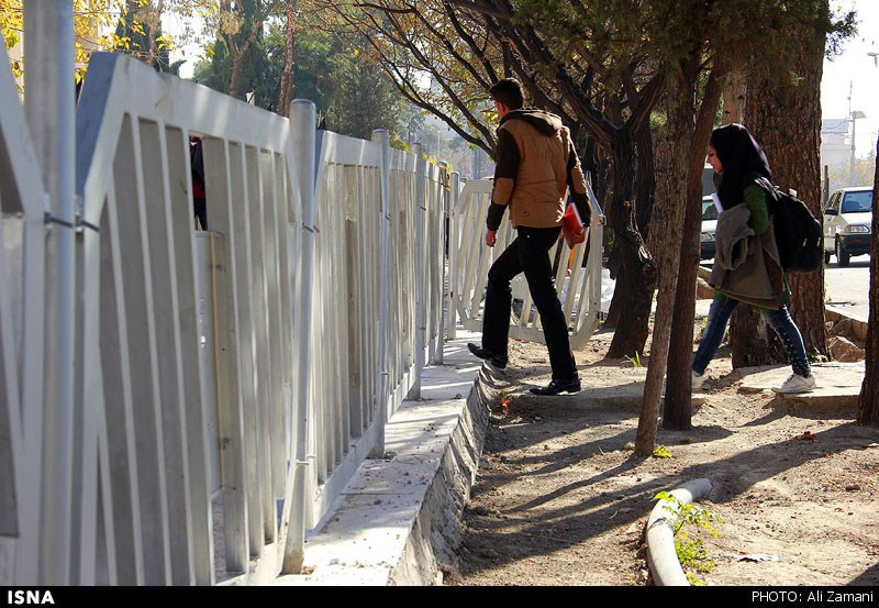 زندانی شدن مردم در پیاده رو!