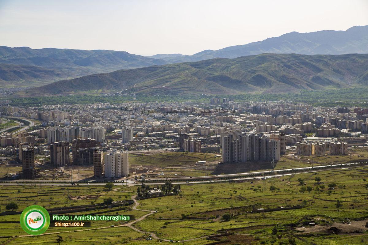 نمایی به برجهای غرب شیراز و باغ های قدیمی