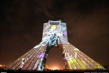 عکس : نورپردازی متفاوت برج آزادی توسط هنرمند آلمانی