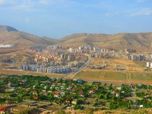 شهر صدرا به دلیل نزدیکی به شیراز، خوش آب و هوا بودن و داشتن زمین حاصل خیز مورد هجوم زمین خواران و اختلاس گران قرار گرفته است.