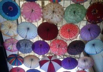 عکس : پرواز چترها بر فراز بازار زرگرهای شیراز