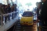 عکس : ورودی تاکسی سمند یه یک پاساژ در بلوار زند