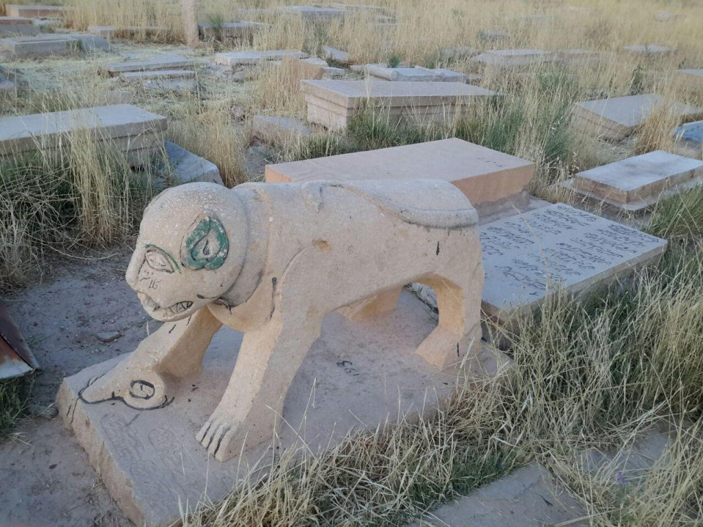 شیر سنگی،قبرستان دارالسلام،شیراز