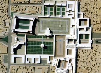 میدان توپخانه شیراز چشم ایتالیاییها و فرانسویها را گرفت
