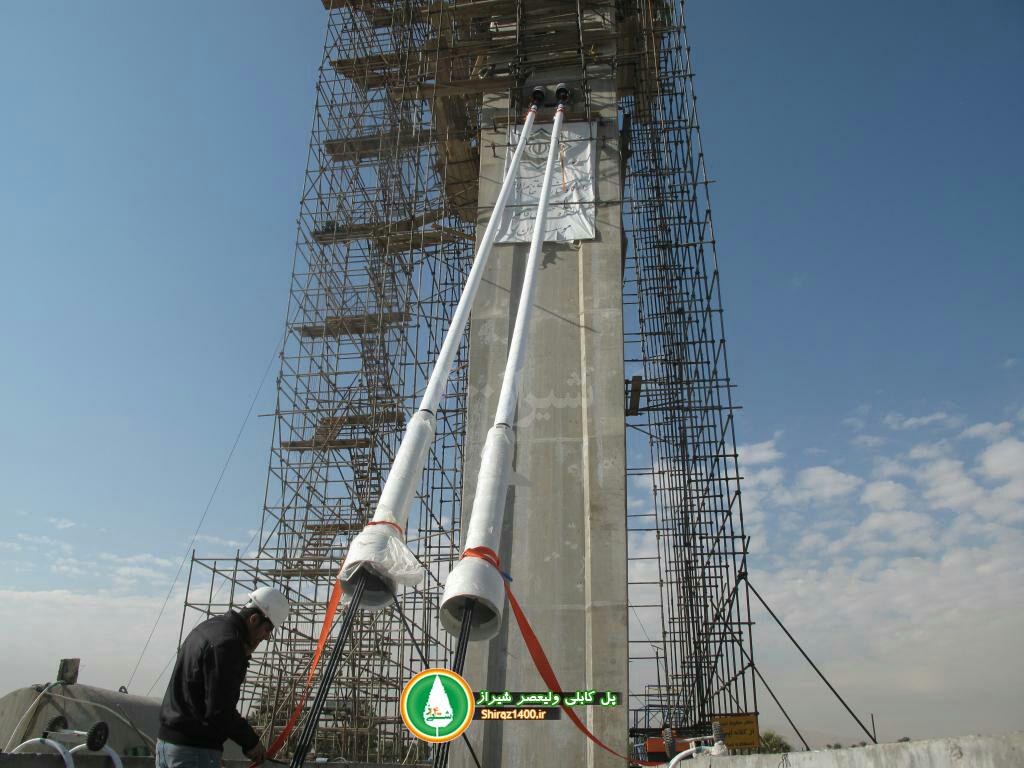 گزارش اختصاصی شیراز۱۴۰۰: آغاز نصب کابلهای پل کابلی ولیعصر شیراز