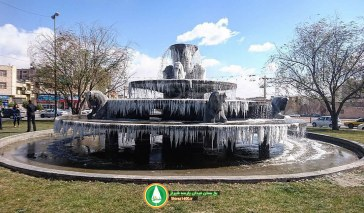 یخ بستن میدان پارسه شیراز به دلیل سرمای شدید (عکس + ویدئو)