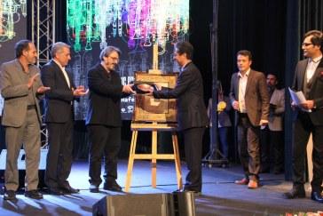 اهدای نشان شهروند افتخاری شیراز به استاد حسین علیزاده