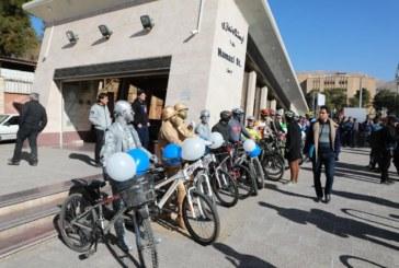 ویدئو : گرامیداشت روز هوای پاک با اهداء گل به شهروندان شیرازی