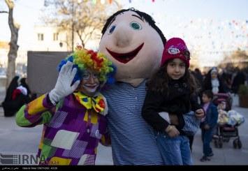 نخستین گذر کودکانه در پیاده راه زندیه شیراز