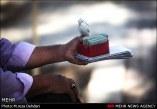گذر حافظ در بن بست رندان فال فروش است/ تعقیب و گریز دستفروش و گردشگر