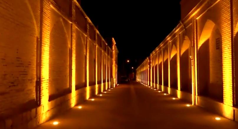 ویدئو: نورپردازی دیوار مجموعه نارنجستان قوام شیراز