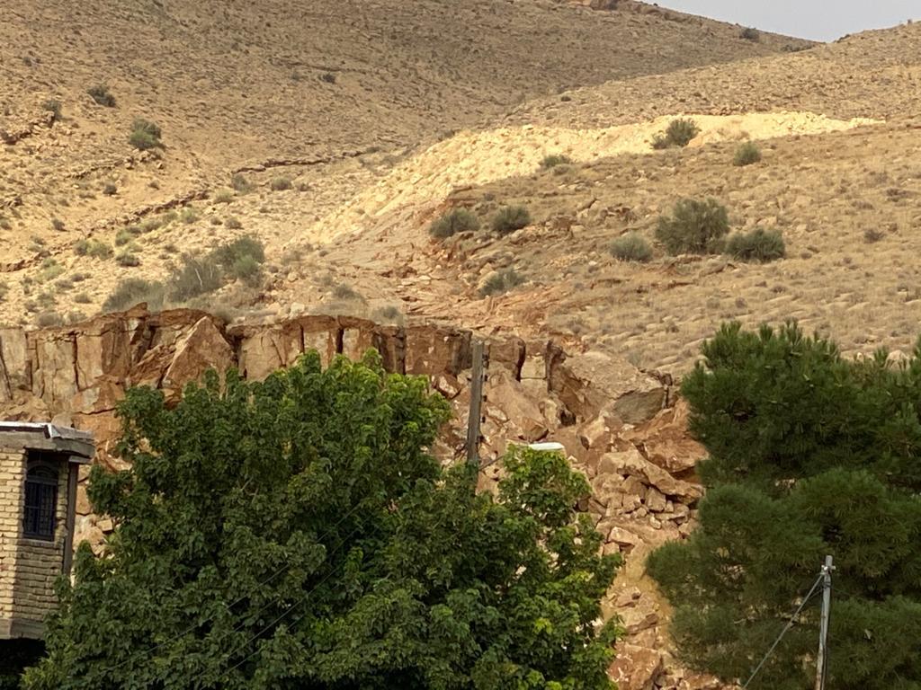 رانش کوه در منصورآباد شیراز